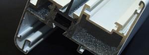 perfil de aluminio.