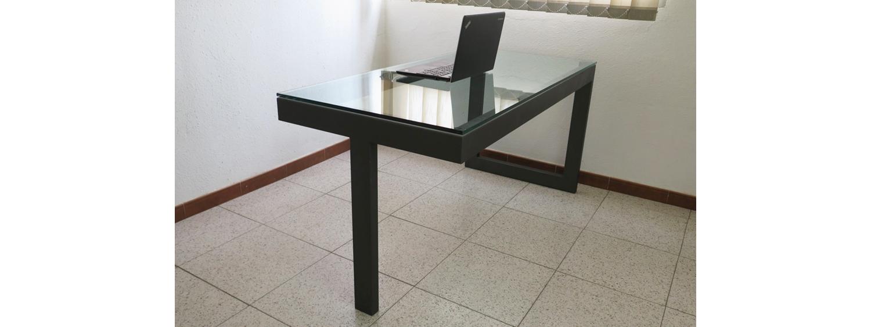 Mesa para oficina en hierro y cristal talleres usieto for Mesas de cristal y acero