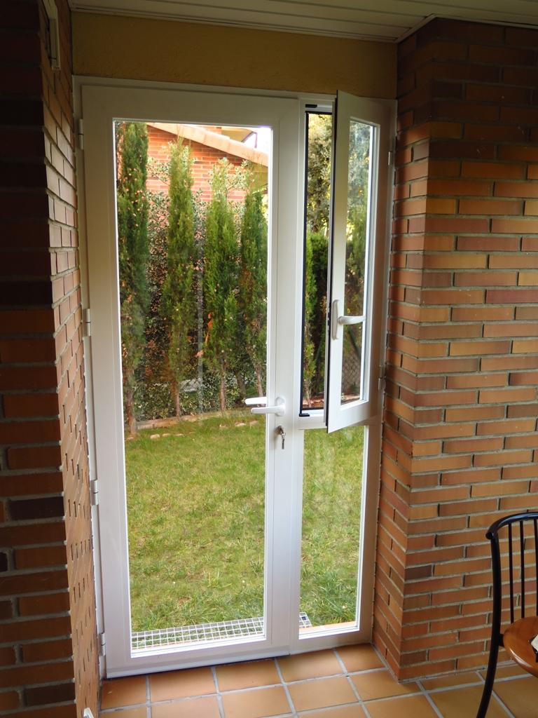 Puertas de aluminio para jardin casetas y arcones estilo for Puertas jardin aluminio