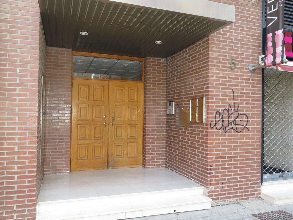 Cambio de puerta de acceso comunidad de vecinos en huesca - Cambio de puertas ...