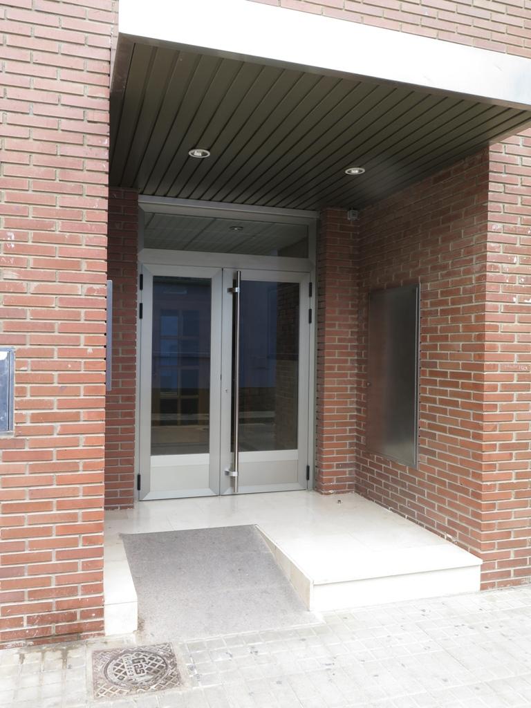 Puerta De Aluminio Para Portal Talleres Usieto