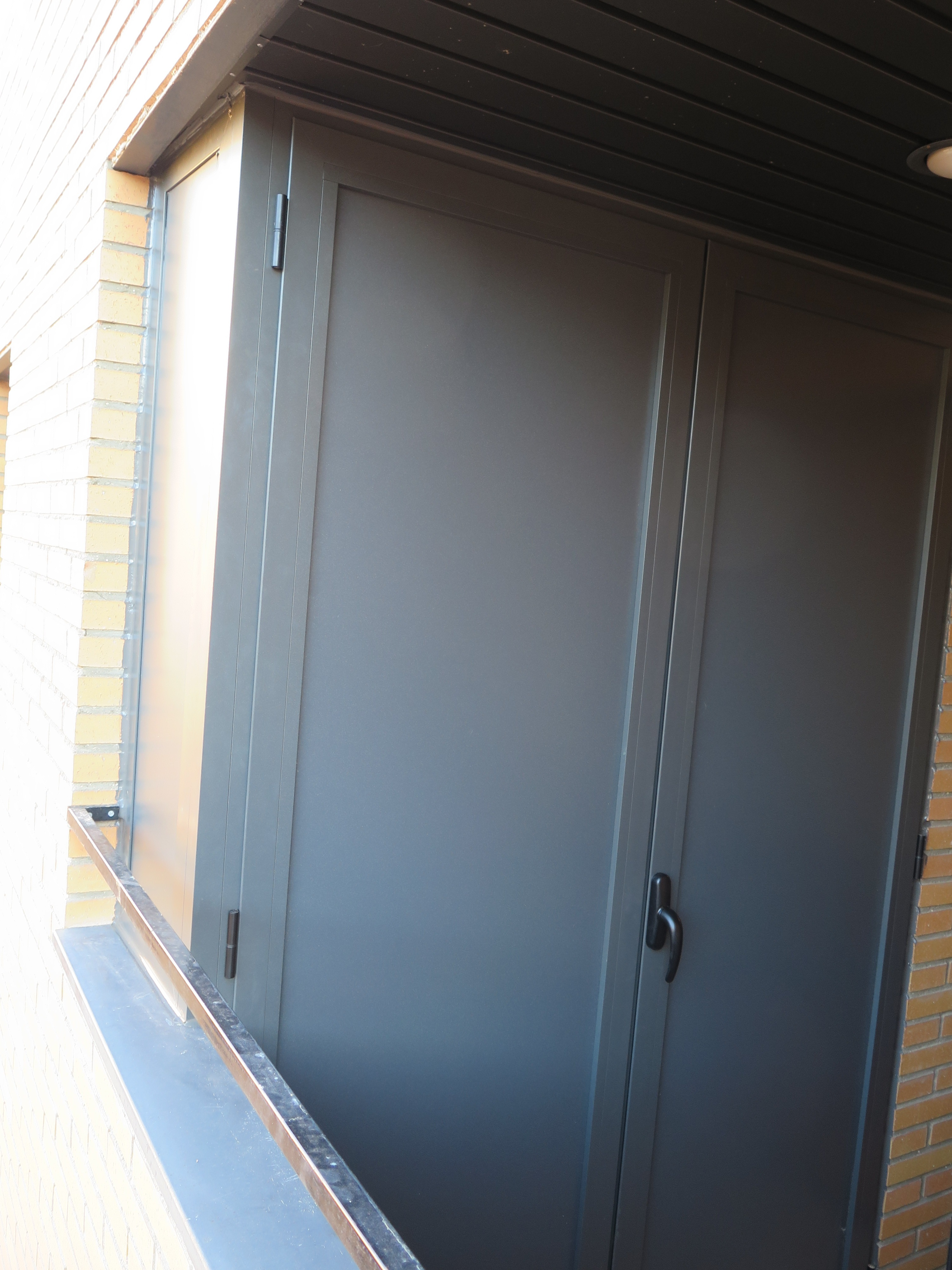 Armario De Aluminio Con Frente De 2 Hojas Un Costado Talleres  ~ Armarios De Aluminio Para Exterior