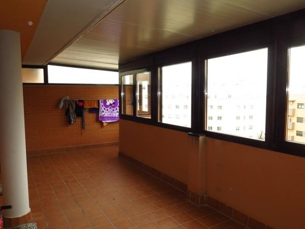 Cerramiento de atico con ventanas abatibles con persiana
