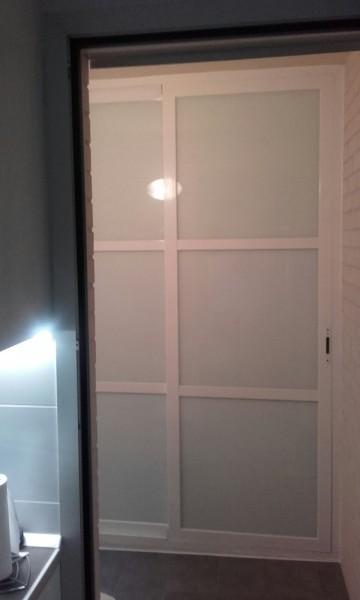 armario de aluminio blanco. corredero. lacobel.