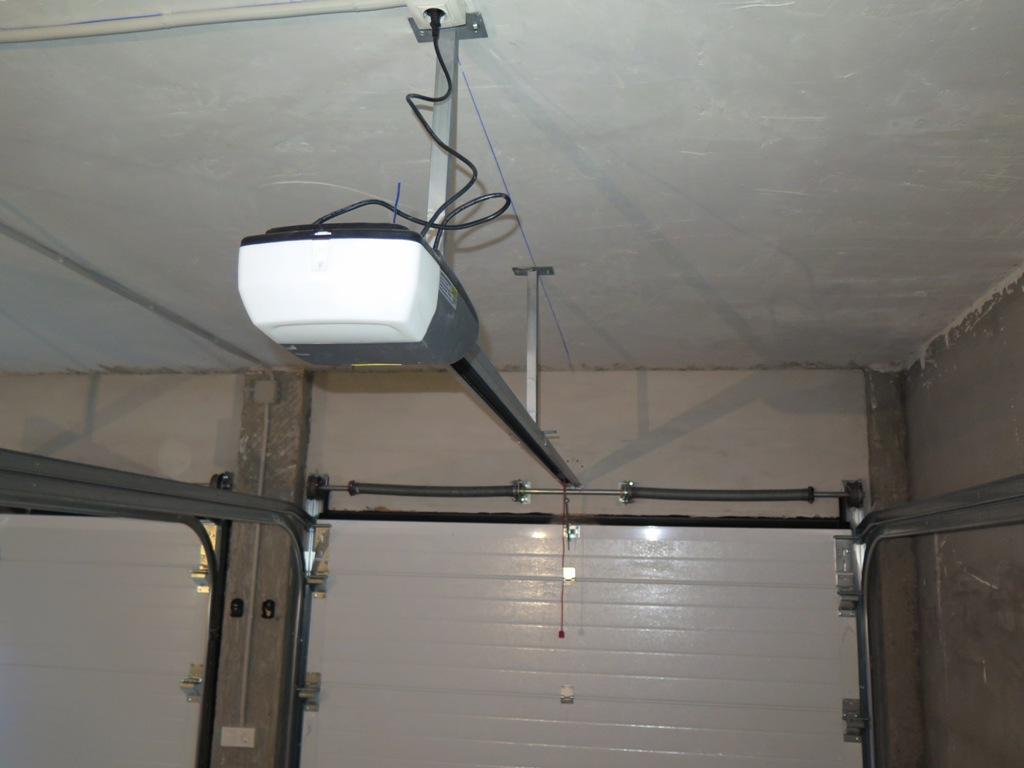Puerta seccional con peatonal talleres usieto - Motor puerta garaje seccional ...