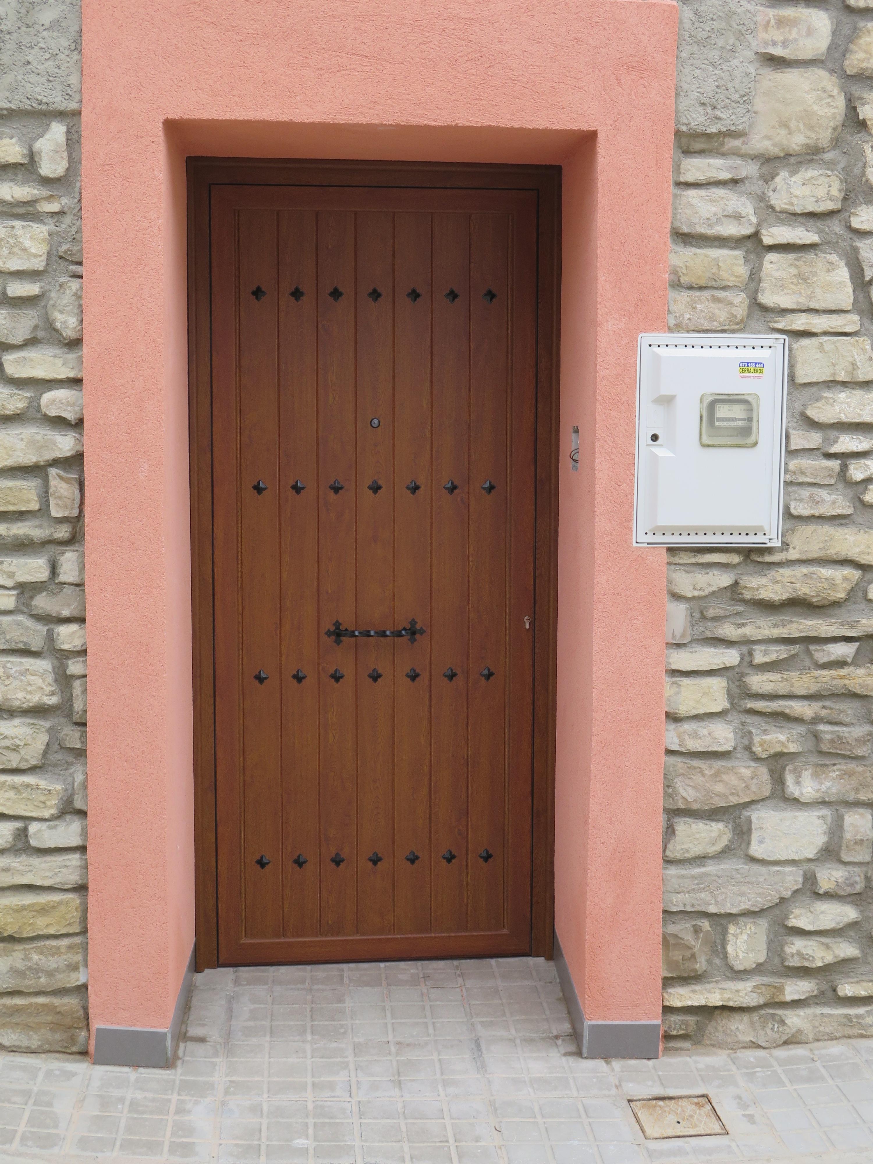Puerta r stica de aluminio talleres usieto for Puertas para vivienda
