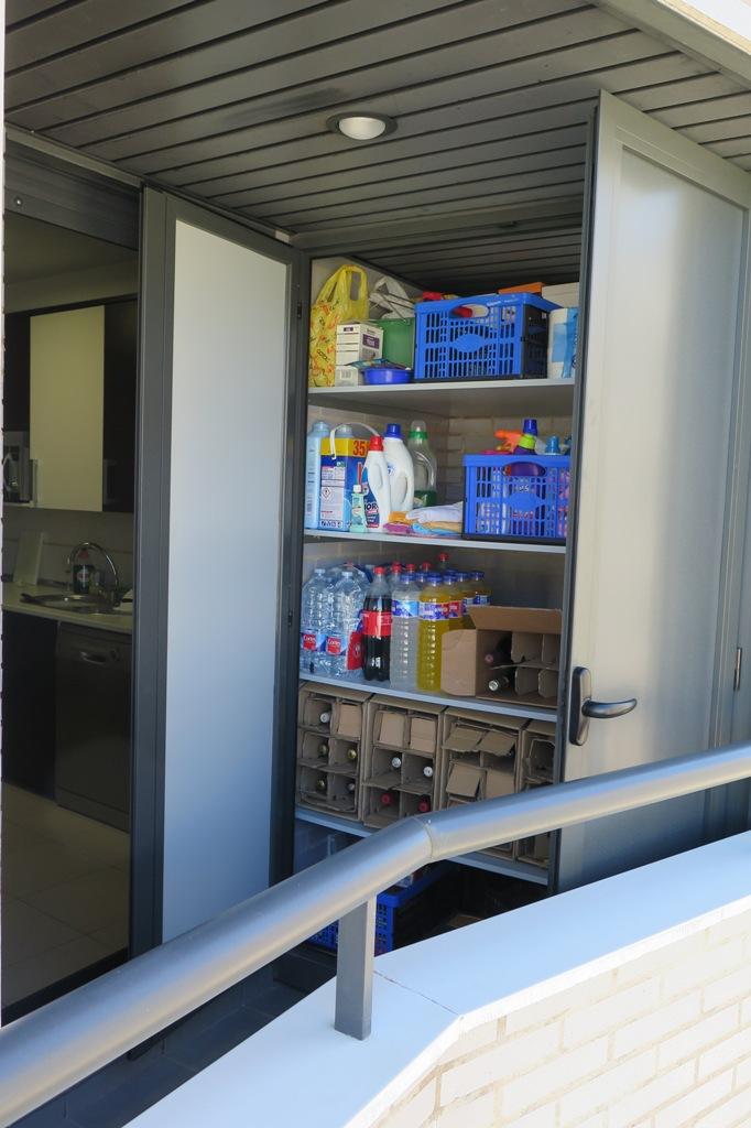 Armario de aluminio con paso inferior para desag e talleres usieto - Armario para terraza ...