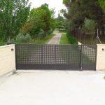 puerta corredera de hierro motorizada